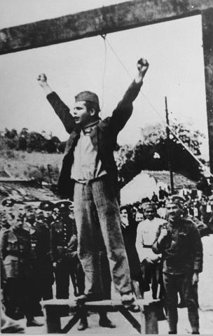 Jugoslava partigiano Stjepan Filipovic gridando 'Morte al fascismo, libertà al popolo!'