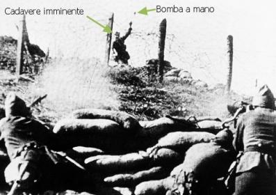 Le truppe lealiste difendono Burgos,  in Spagna,  a  settembre 12, 1936,  mentre uno dei soldati nazionalisti attaccano lancia una bomba a mano nel corso delle difese di filo spinato.