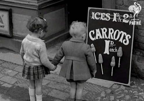 1941. Il razionamento durante la guerra obbligava i  bambini ad  accontentarsi del  gelato  creato con le carote.