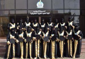 Graduazione pic di 18 medici di sesso femminile a Jizan University, Saudi Arabia