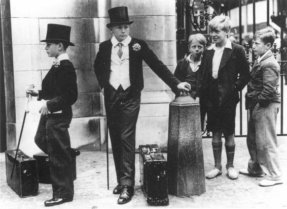 Toffs e Bulli - La famosa foto di Jimmy Sime che illustra il divario di classe in   Gran Bretagna, 1937