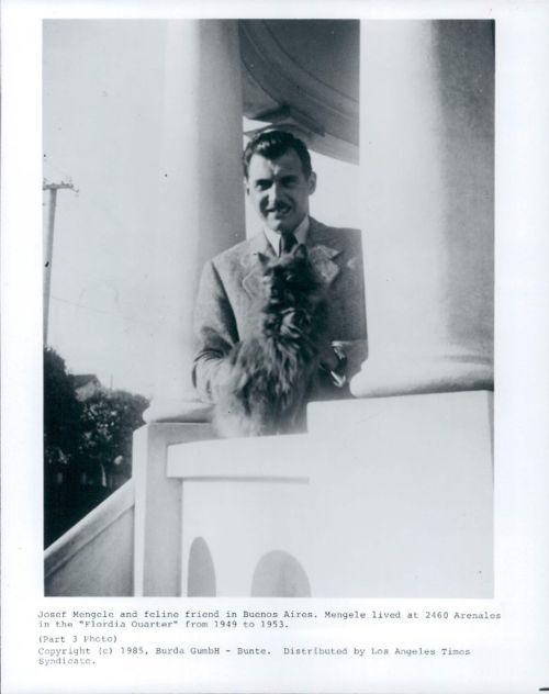 Josef Mengele serenamente  a spasso per le strade di Buenos Aires nel 1950.