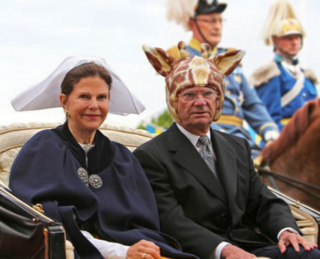 hilarious_photos_of_the_swedish_king_wearing_absurd_hats_640_09