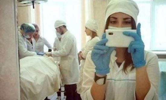 bad-timing-selfies-11