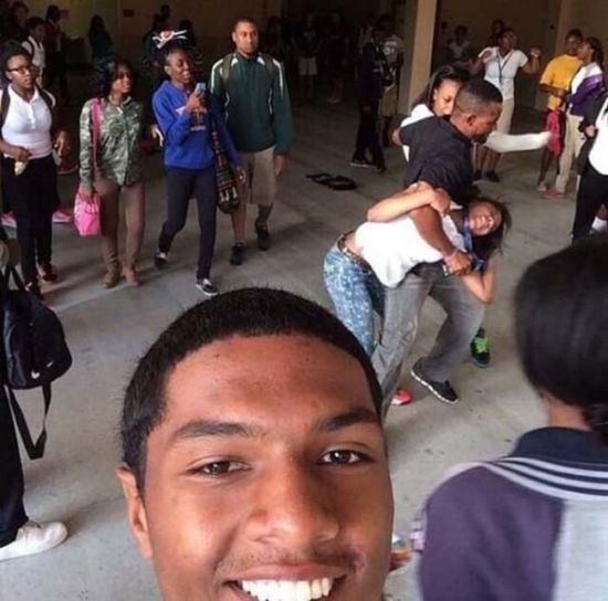 bad-timing-selfies-2