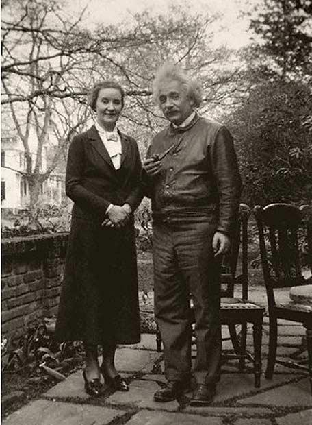 Albert Einstein con la sua amante, Margarita Konenkova, una spia russa, circa 1946