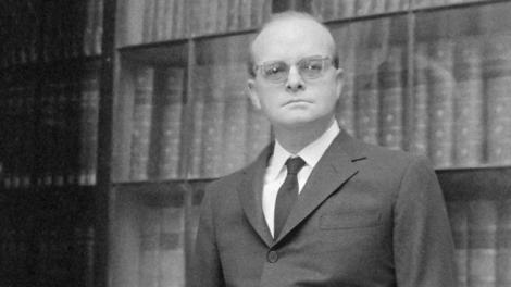 Truman Capote evitava di iniziare o finire un libro di venerdì, cambiava camera d'albergo se il suo numero telefonico conteneva un 13 e non metteva mai più di tre mozziconi di sigarette in un posacenere: quelli in più se li infilava nella giacca.