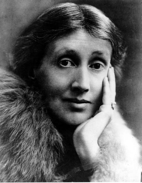 Virginia Woolf scriveva esattamente due ore e mezza ogni mattina, seduta o in piedi, utilizzando un tavolino alto 3 piedi e mezzo: in questo modo, poteva guardare il suo scritto da vicino e da lontano.