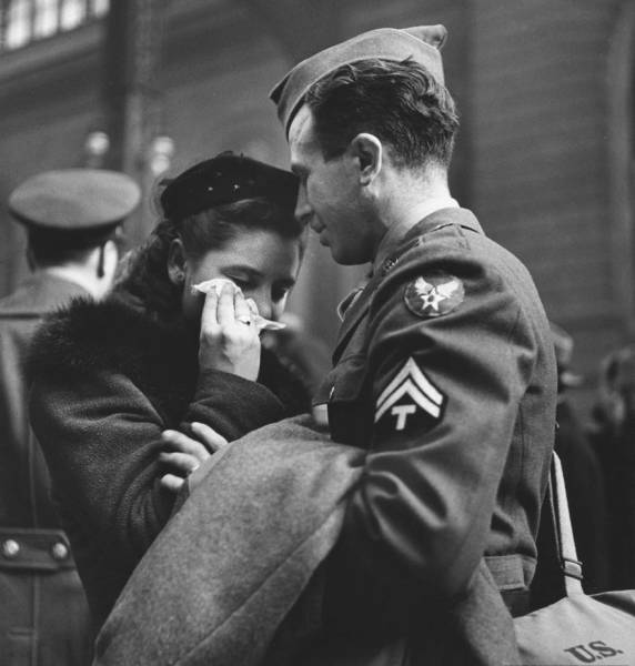 vintage_black_and_white_photos_about_love_during_wartime_640_14