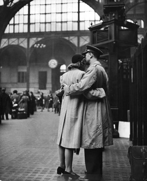 vintage_black_and_white_photos_about_love_during_wartime_640_15