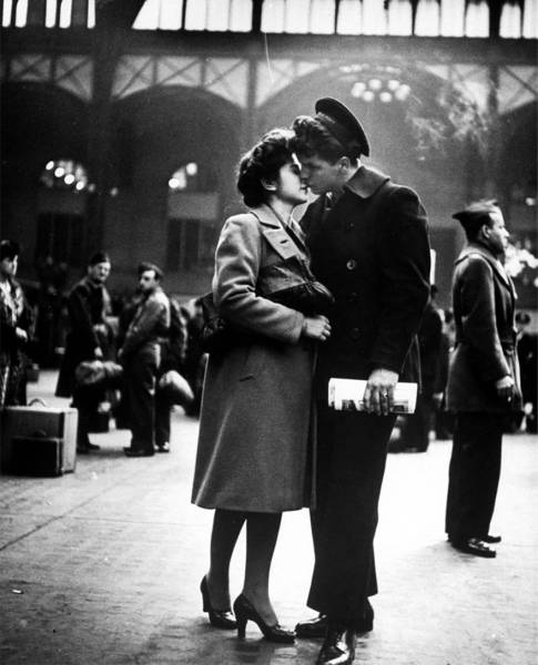 vintage_black_and_white_photos_about_love_during_wartime_640_33