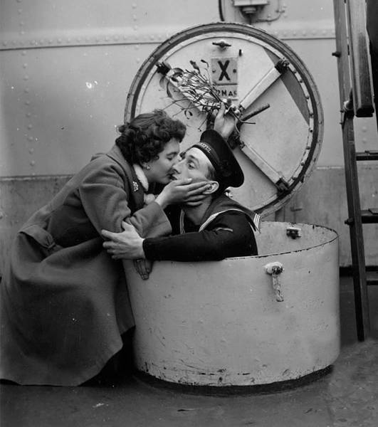 vintage_black_and_white_photos_about_love_during_wartime_640_47